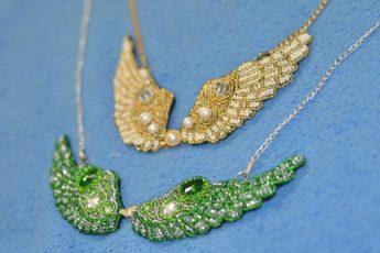 Кулоны с крыльями из бисера - уникальная бижутерия своими руками